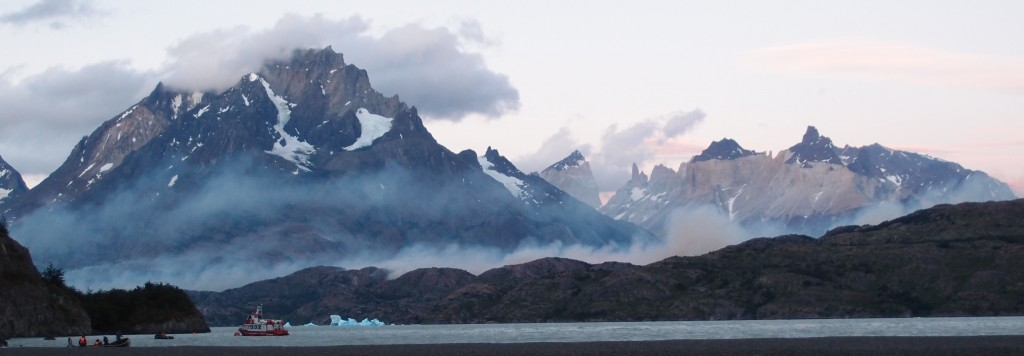 lago grey torres del paine fire evacuated ferry